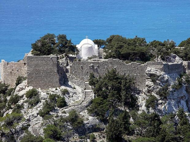 monolithos-agios-panteleimon-kilisesi