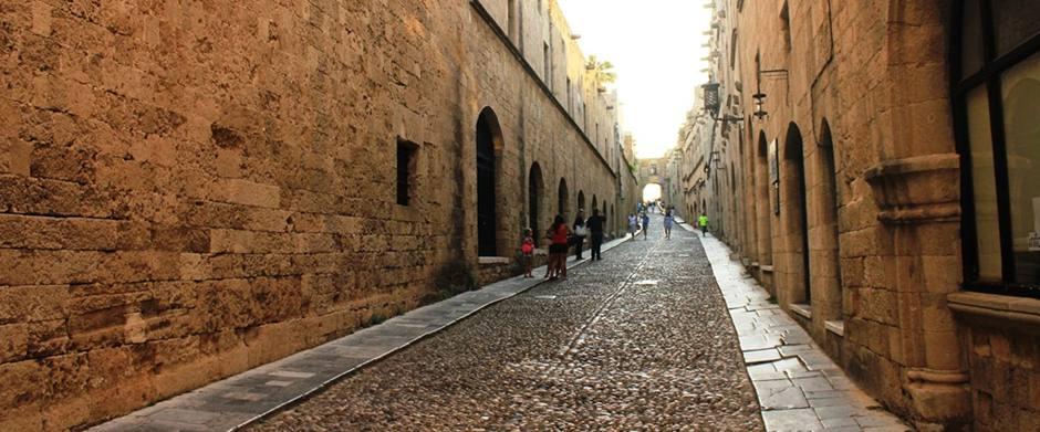 Şövalyeler Caddesi (Şövalyeler Sokağı)